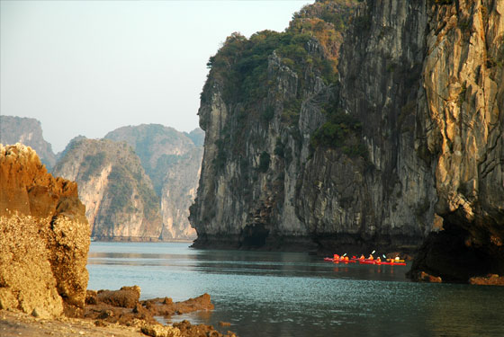 halong kayaking tours