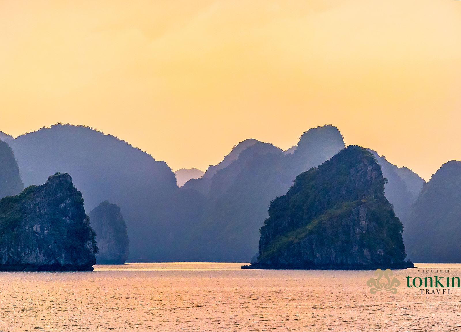 Halong bay at the Sunset time