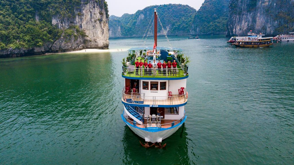 4 Star cruises & services in Lan Ha bay