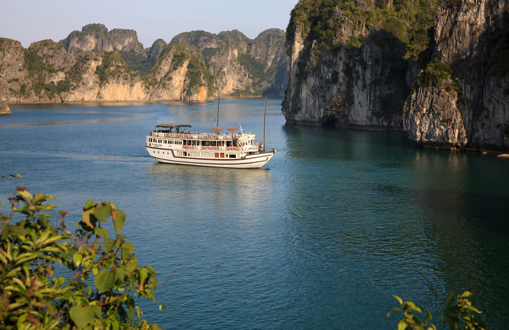 Bai Tu Long Bay Boutique Cruise